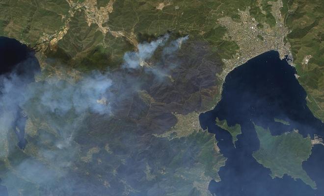 Uzaydan Manavgat ve Marmaris'teki yangınlar