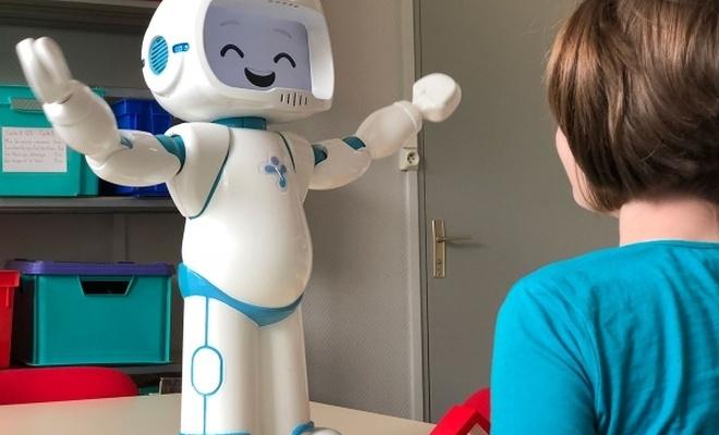 Robotlar otizmli çocuklara yardım ediyor