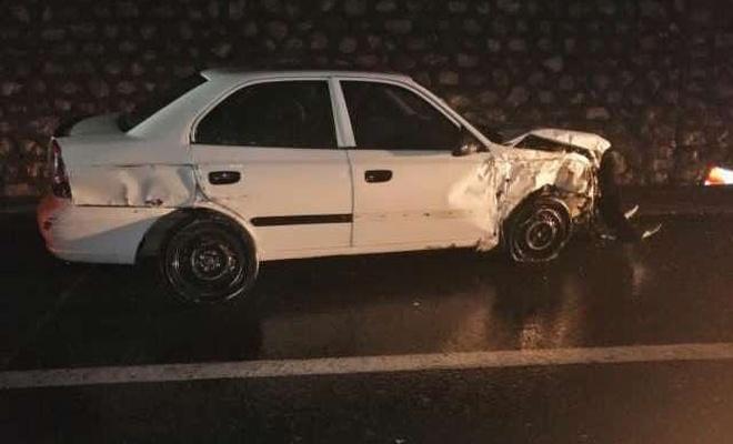 Otomobil istinat duvarına çarptı: Bir yaralı