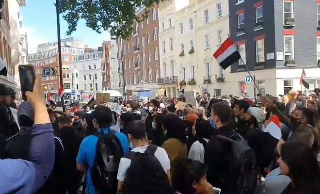 Yemen'e saldırılarını sürdüren Suudi öncülüğündeki koalisyon Londra'da protesto edildi