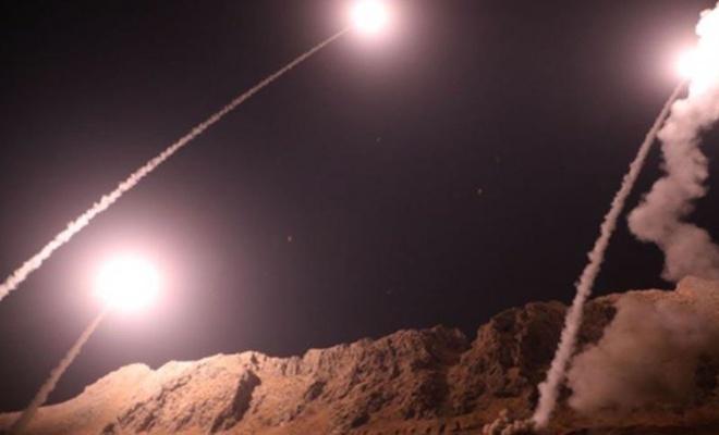"""Beyaz Saray Suriye'deki hava saldırılarını """"ABD askeri personelinin nefsi müdafaası"""" olarak nitelendirdi"""