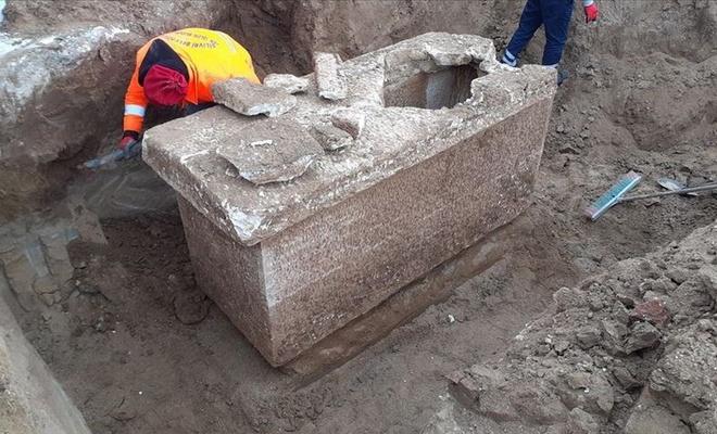 Silivri'de Roma dönemine ait olduğu düşünülen lahit bulundu