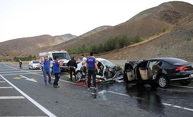 Erzincan`da trafik kazası: 7 ölü, 3 yaralı
