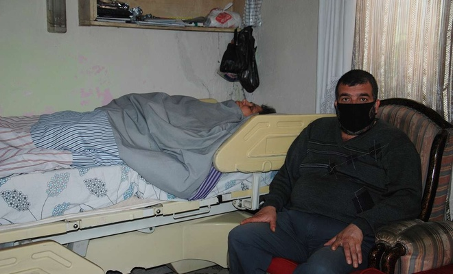 Yatalak eşine bakan koca hayırseverlerden yardım bekliyor