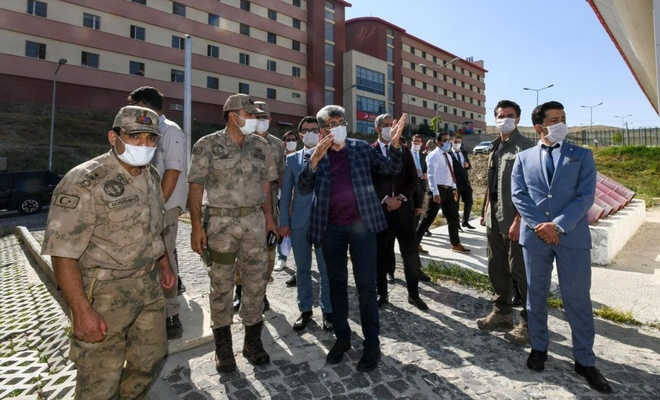 Van Valisi Bilmez'den il göç idaresine ziyaret