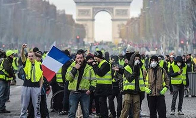 Fransa'da sarı yelekliler bir kez daha sokağa çıktı