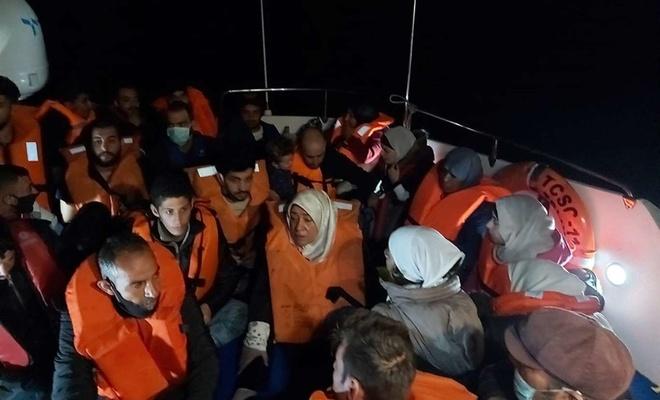 Yunanistan tarafından geri itilen 67 düzensiz göçmen kurtarıldı