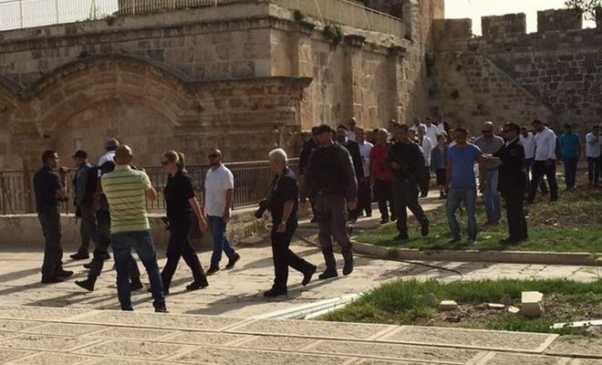 İşgalci Yahudi yerleşimcilerden Mescid-i Aksa'ya baskın!