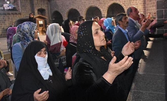 Diyarbakır annelerinden dağa kaçırılan evlatları için dua