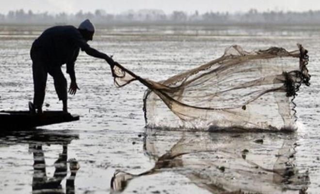 Mersin'de ruhsatsız balık avlayan kişiye 4 bin 364 lira ceza kesildi