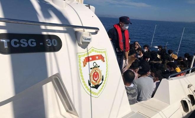 İzmir açıklarında 73 düzensiz göçmen yakalandı