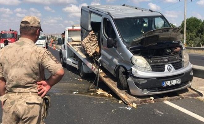 Tekirdağ'da minibüs refüjdeki bariyerlere çarptı: 2 ölü