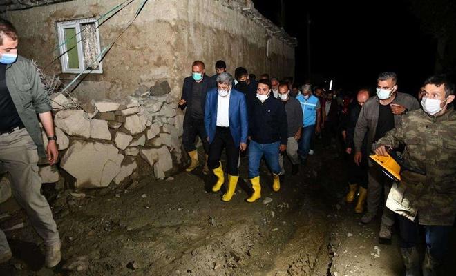 Van Valisi Bilmez selin etkili olduğu Esenyamaç Mahallesi'nde incelemelerde bulundu