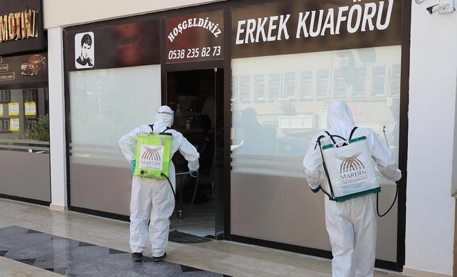 Mardin'de berberler ve kuaförler dezenfekte edildi