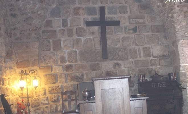 Kanada'da yatılı Kilise okulunun bahçesinde 215 çocuk cesedinin olduğu mezarlar bulundu