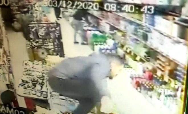 Esnaf ve müşterilerin depreme yakalanma anı kameralara yansıdı