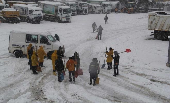 Midyat'ta karla mücadele aralıksız olarak sürüyor