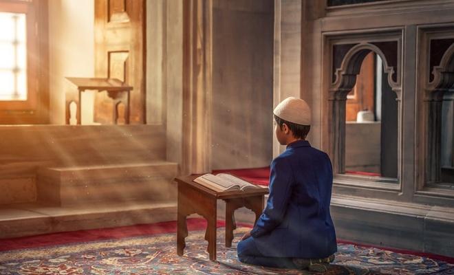 'Biz Kur'an okunduğu zaman seninle ahirete inanmayanların arasına gizleyici bir örtü çekeriz...'