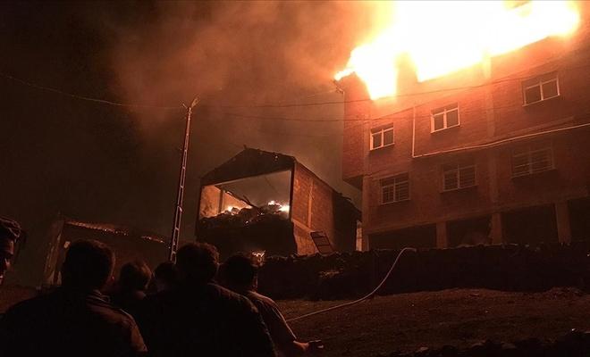 Trabzon'da yangın! Alevler evlere sıçradı