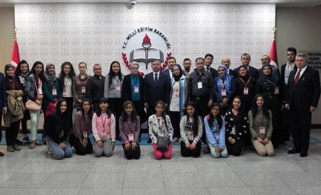 Bakan Yılmaz, Filistinli öğretmen ve öğrencileri kabul etti