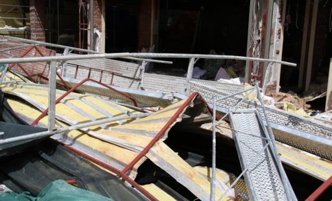 İnşaat iskelesinden düşen 2 işçi öldü
