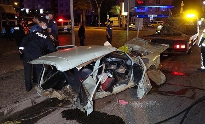 Feci kaza! Otomobil ikiye bölündü: 2'si ağır 5 yaralı