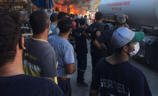 Mersin'de bin 200 kişinin çalıştığı çivi fabrikasında yangın