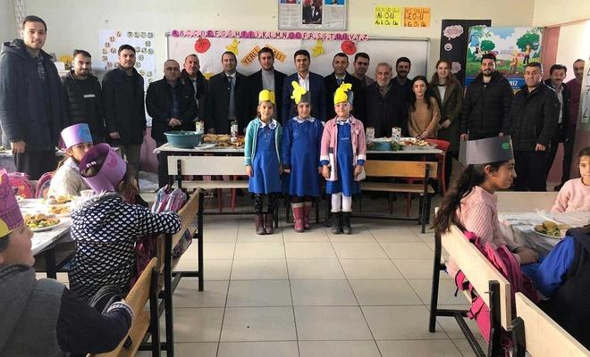 Köy okullarına kırtasiye yardımı