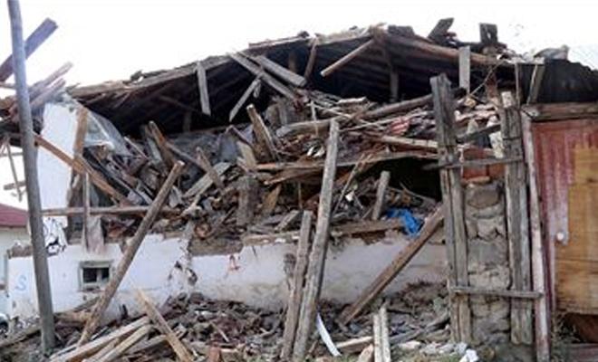 Çankırı'daki depremde binalarda hasar oluştu