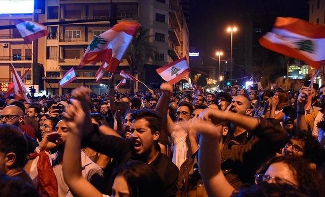 Lübnan'da siyasi kriz ekonomiyi de felç etti