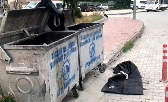 Çöp konteynerinin önündeki 'ceset' torbaları paniğe sebep oldu