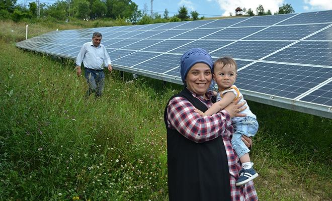 """Kadın girişimci """"tarlada"""" bir ilçeye yetecek elektrik üretiyor"""