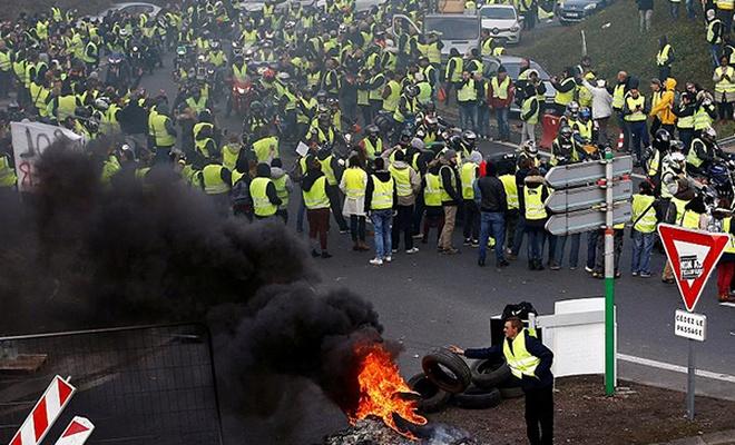 Fransa`da devletçi Venezuela`da halkçı!