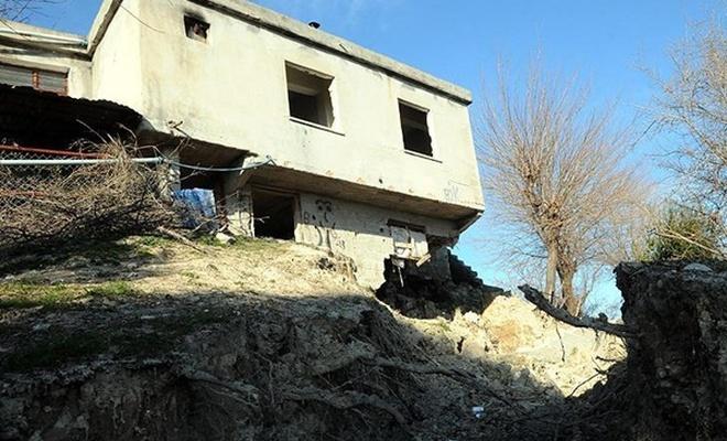 Heyelanda 50 ev hasar gördü