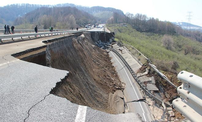 Yağmur yağdı, Düzce-Zonguldak yolu çöktü