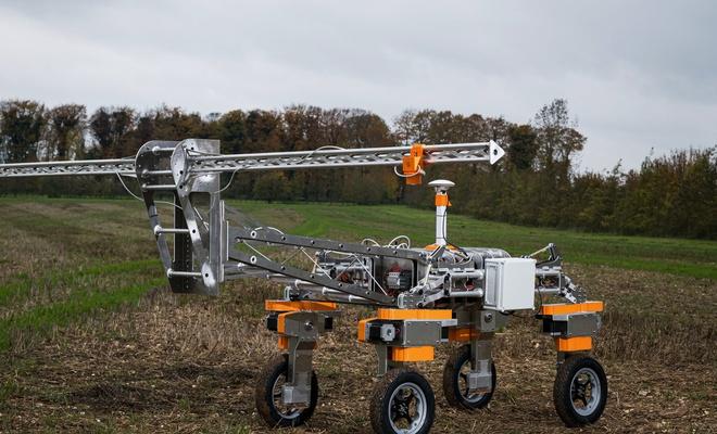 Çiftçi yardımcısı robot
