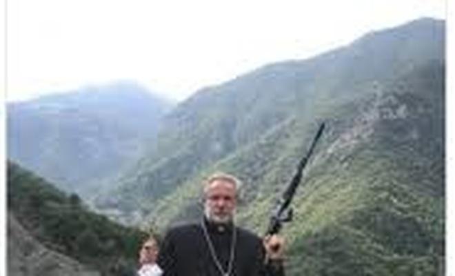 Ermeni Papazın verdiği pozu bir İmam verseydi?