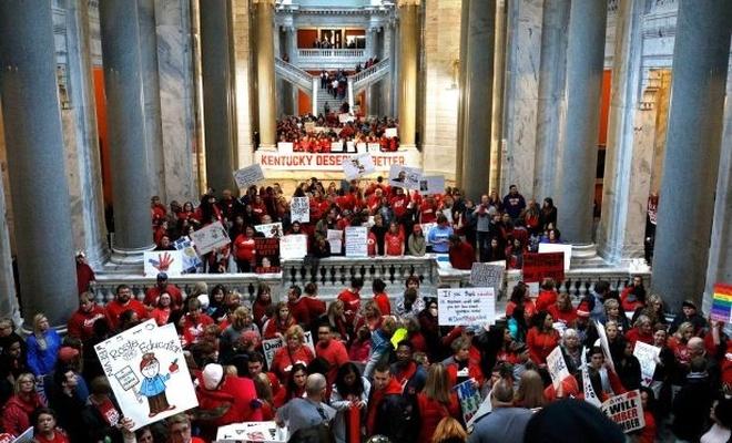 ABD'de binlerce öğretmen greve gitti