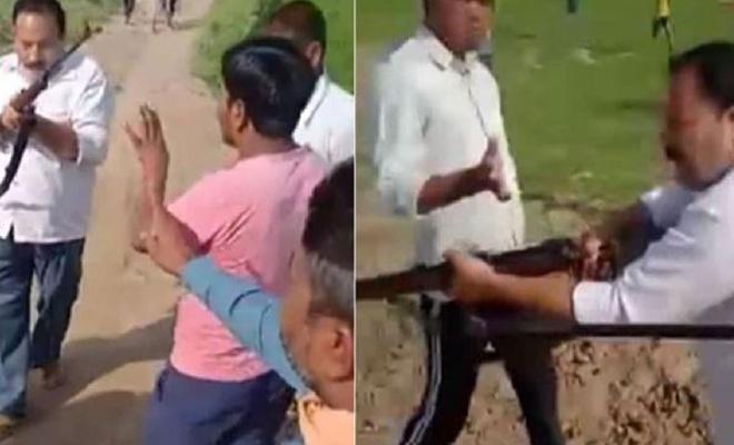 Hindistan'da politikacı ve oğlu tüfekle infaz edildi