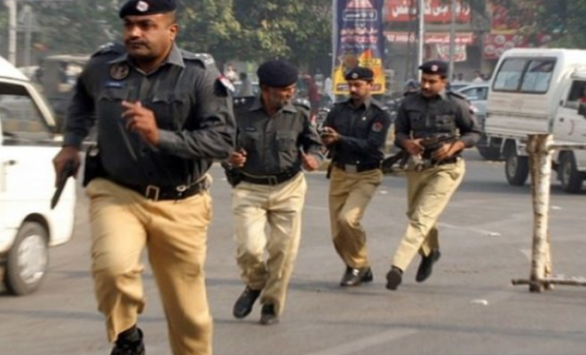 Pakistan'da aşiret lideri öldürüldü, Göstericilerle polis çatıştı