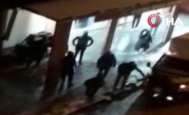 Esenyurt'ta iki grup arasındaki kavga kamerada