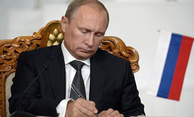 Putin nükleer anlaşmayı askıya alan kararnameyi imzaladı