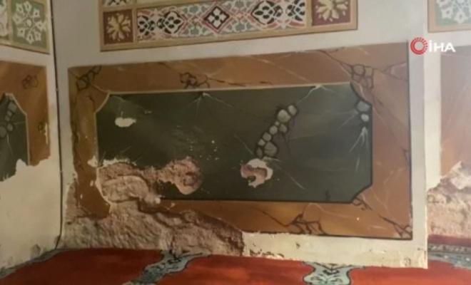 Mimar Sinan'ın 465 yıllık Camisinin duvarları rutubetten dökülüyor