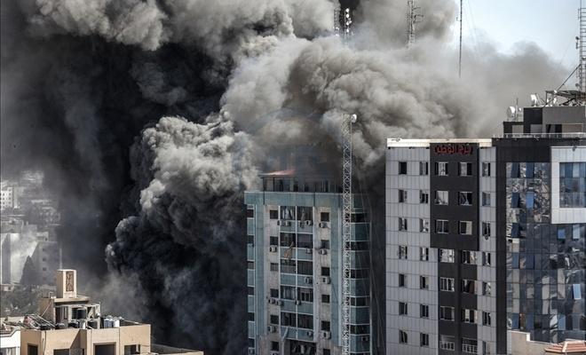 Siyonist rejim'in yıktığı 13 katlı binanın sahibi, UCM'ye suç duyurusunda bulundu