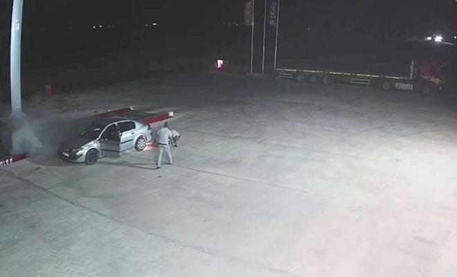 Akaryakıt istasyonda araç alev aldı