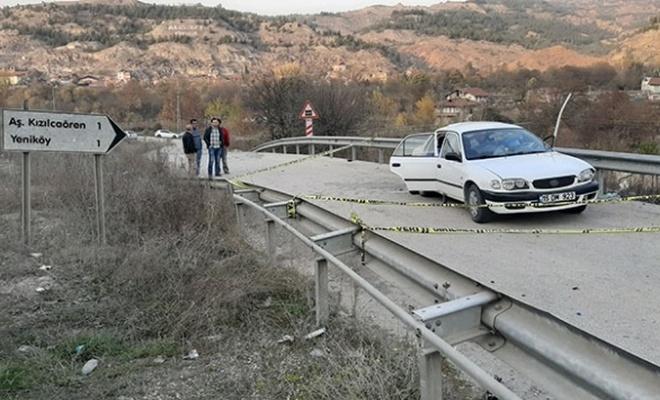 Karabük'te otomobil bariyere çarptı: 3 ölü, 2 yaralı