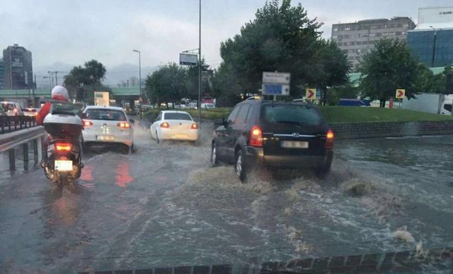 İstanbul'da aşırı yağışlar su baskınlarına neden oldu