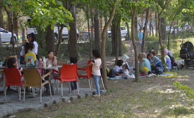 Ağrı'ya yerleşen yabancı uyruklu aileler piknikte buluştu