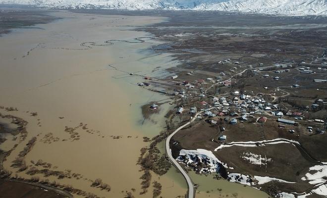 Sular altında kalan Yüksekova havadan görüntülendi