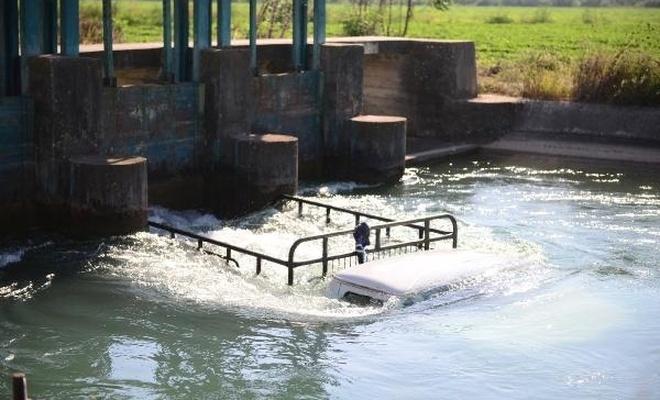 Sulama kanalına düşen kamyonetteki 4 kişiyi kurtardı, kendi hayatını kaybetti